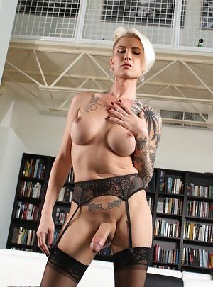 Blonde Tranny Pictures